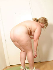 Redhead women getting it anal